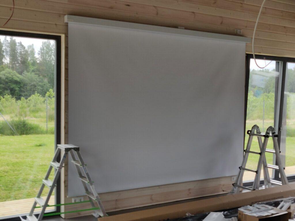 Elektriliselt juhitav projektsiooniekraan